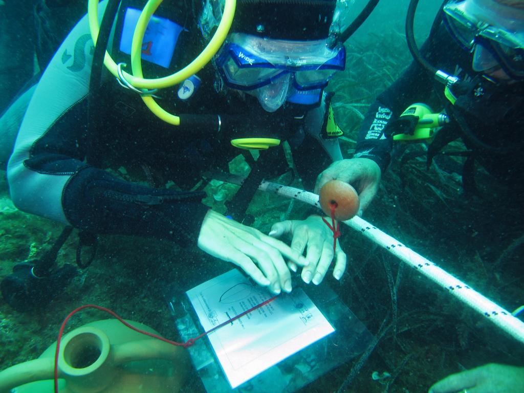 FOTO 04 itinerario subacqueo tattile di Acitrezza photo Salvo Emma ITINERARI ARCHEOLOGICI SUBACQUEI IN SICILIA